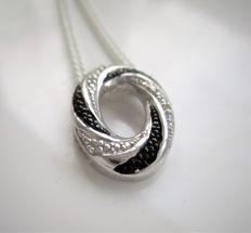 Silver necklace/pendant set with 6 brilliant cut diamonds