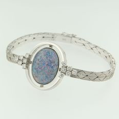 14 kt white gold bracelet set with a double opal and brilliant cut diamonds