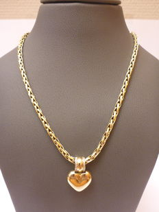 Gold necklace with pendant set with diamonds