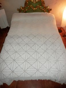 A crochet bedspread - Fine hand work - Spain, mid 20th century, 260x200cms