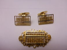 14 kt yellow gold vintage cuff links and a brooch in the shape of a (working) abacus