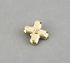 Cross design pendant in yellow gold with brilliant cut diamond