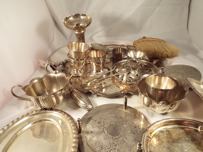 A joblot of mixture of kitchen wear and other silverplate antiques
