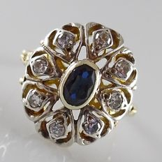 18 kt large oval entourage ring with blue sapphire and 8 diamonds