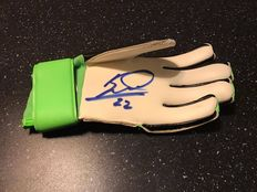 Autographed green Adidas goalkeepers glove Maarten Stekelenburg with 2 pictures on which he is signing