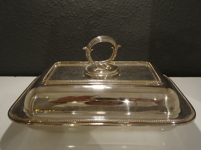 Walker & Hall - Sheffield - rectangular cover tray with pearl rims