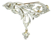 Art Nouveau yellow gold brooch with diamonds encrusted in silver top, ca. 1900
