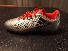 Signed Adidas grey-colored soccer shoe Manuel Lanzini with 2 pictures of the signing moment.