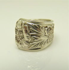 """Sterling silver """"engraved flowers"""" Art Nouveau floral ring, no reserve"""