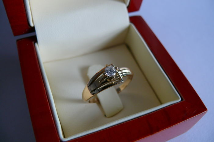 Solitaire ring in18 kt gold and diamond of 0.20 ct - Size 57 (EU)