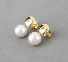 Earrings - 18 kt yellow gold - Australian South Sea pearls measuring 10.4 mm - Brilliant-cut diamonds totalling 0.15 ct