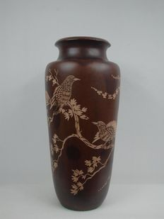 Large hardwood vase with carved bird décor – Japan – end 20th century
