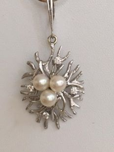 White gold necklace and pendant, 18 kt, set with approx. 0.30 ct of brilliant cut diamonds H/VS and freshwater pearls approx. 5.7 mm