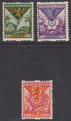 The Netherlands 1925 – Children's  stamps, syncopated perforation – NVPH R71/R73.