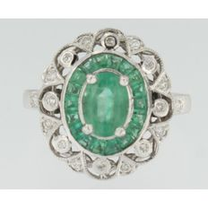 White gold ring of 14 kt, with emerald and brilliant cut diamond, approx. 0.20 ct, W SI, ring size: 17.25 (54)