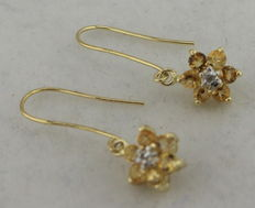 9 kt gold earrings inlaid with citrine.