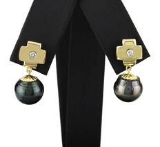 Yellow gold cross-shaped earrings, with brilliant cut diamonds and Tahitian cultured pearls