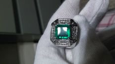 Men's ring with emerald