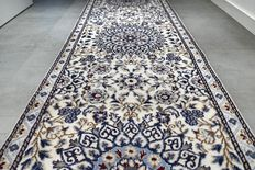 Unique! Superb, Nain carpet with silk - 285 x 80 - very good condition - with certificate.