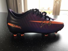 Autographed Nike mercurial football shoe Jetro Walker with picture of signing moment.