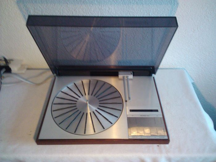 Beogram 6000 tangential quadraphonic turntable with mmc5000 element.