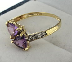 9 kt Gold ring inlaid with amethyst