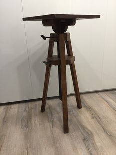 Unique original wood work/standing lectern with height adjustment from the Zeeman laboratory - ca. 1920