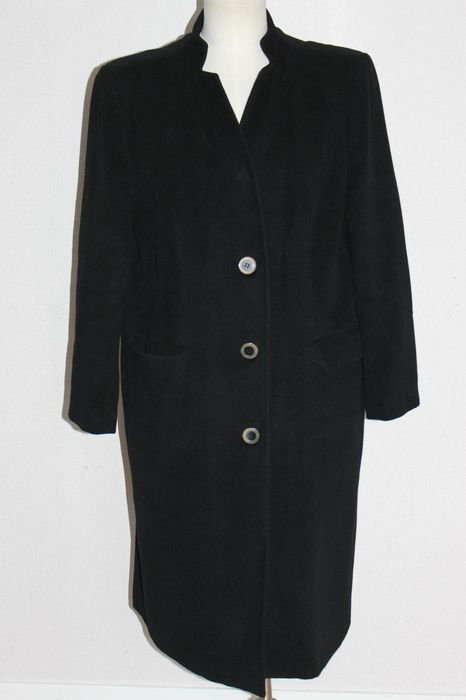Adolfo Dominguez – coat.