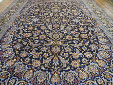 Wonderful Persian carpet, Kashan / Iran, 403 x 305 cm, end of the 20th century, top condition - top quality - signed