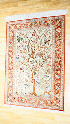 Superb silk Persian carpet from the house of MAINGUET with its certificate - Athor giving the elixir of life to birds