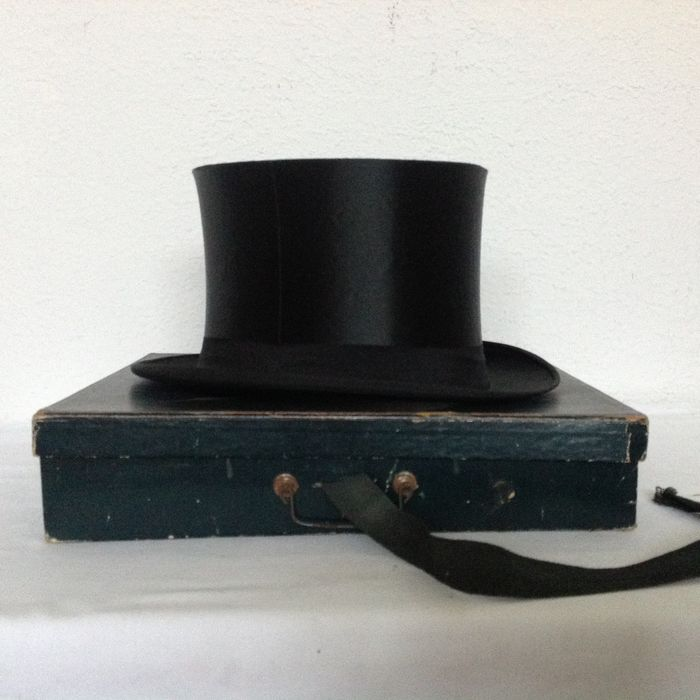 2200bc7767b A chapeau claque-silk top hat-with original box