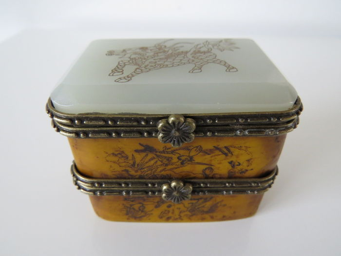 Hand-carved jewelry box with special cover of dragon - Tibet - mid 20th century