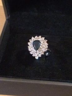 White gold ring with a very beautiful natural sapphire and diamonds - no reserve price.