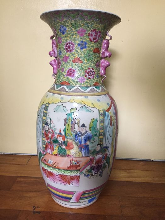 A Chinese famille rose vase - China - second half 20th century