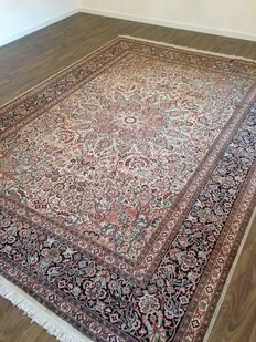 Splendid Indian carpet, 300 x 216 cm.