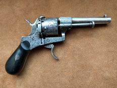 French Pinfire revolver 7 mm in steel superbly engraved era 1840 marked molten steel