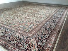 Splendid Indian rug, 300 x 216 cm