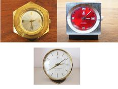 2x desk clocks and travel clocks – 20th century