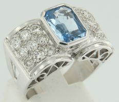White gold 18 kt ring, set with a central blue topaz and 18 Bolshevik cut diamonds.