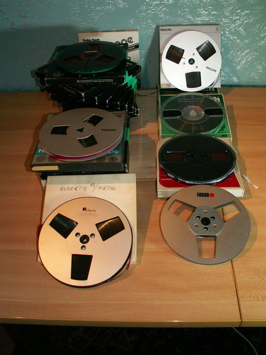 22 HI-FI tape recorder tapes + 1 empty Fodor metal reel All 18 cm.