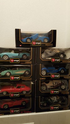 Bburago - Scale 1/18 - Lot of  9 models: 2 x Bugatti, 2 x Jaguar, 1 x Dodge, 1 x Lancia en 1 x Chevrolet 2 x Mercedes