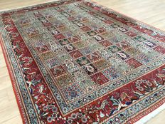 Sarough - Made in Iran / Persia - with field-garden- animal pattern - approx. 295 x 200 cm - very good condition!