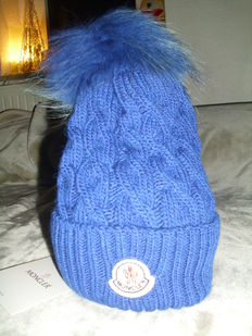 Moncler hat Beretto with fur pompom in blue