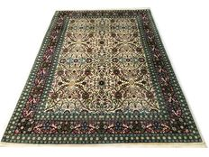 Beautiful oriental carpet:  Hereke 300 x 200 cm around 1960!!!
