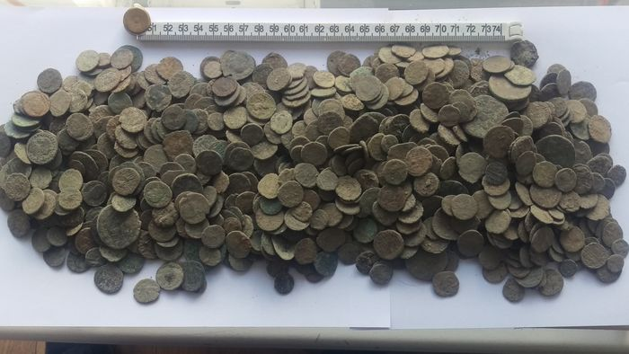 1100+ uncleaned Roman coins, no reserve price - Catawiki