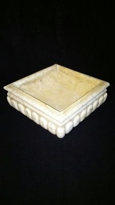 Square font in Carrara statuary marble - Venice, Italy -18th C