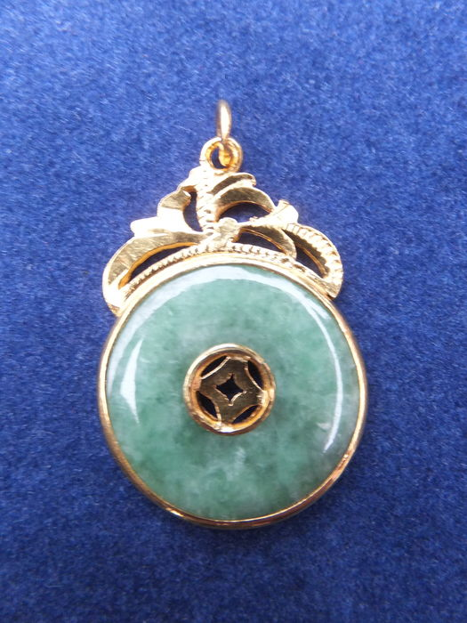 Gold pendant with jadeite – China – second half 20th century