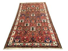 Superb Persian rug: Old Bakhtiar measuring 310 x 165 cm, from around 1950!