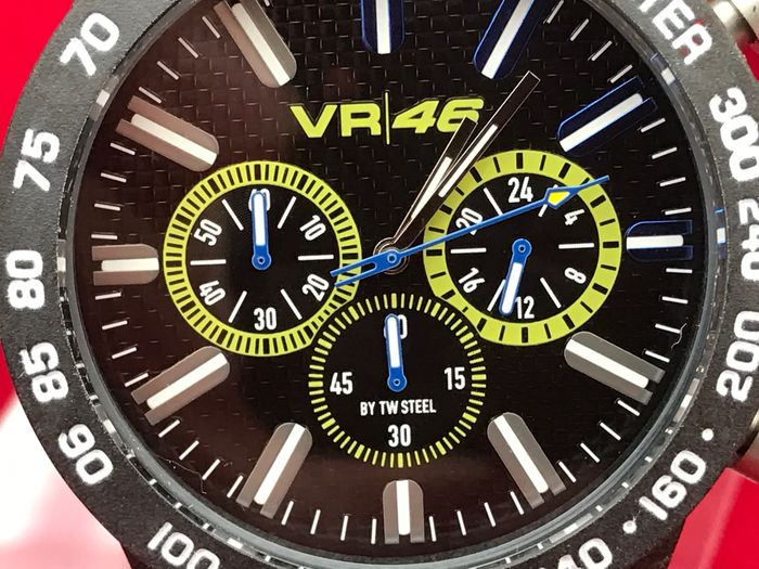 valentino rossi yamaha vr46 tw steel montre bracelet homme chronographe l 39 tat neuf catawiki. Black Bedroom Furniture Sets. Home Design Ideas