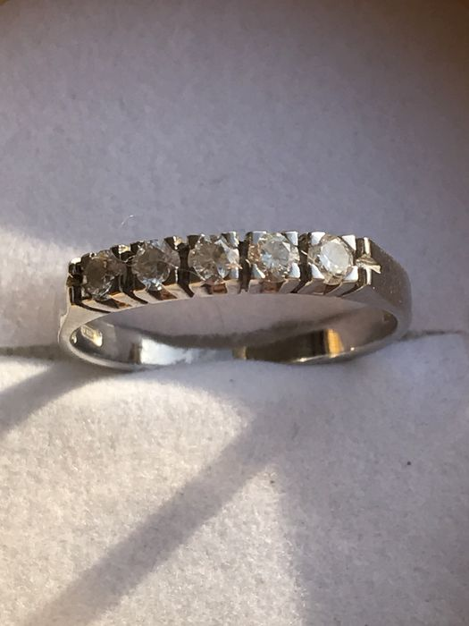 18 kt white gold ring with 5 diamonds – Size 14.5